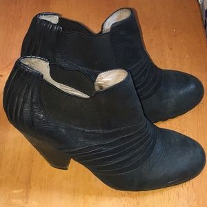 Vince Camuto Shoes - Stylish Vince Camuto Leather Ankle Boots Sz 7.5